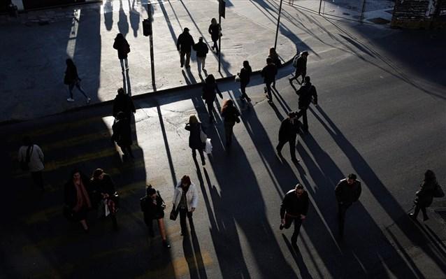 Αποτέλεσμα εικόνας για Έρευνα σοκ: Η οικονομική κρίση μείωσε δραματικά τον ελληνικό πληθυσμό
