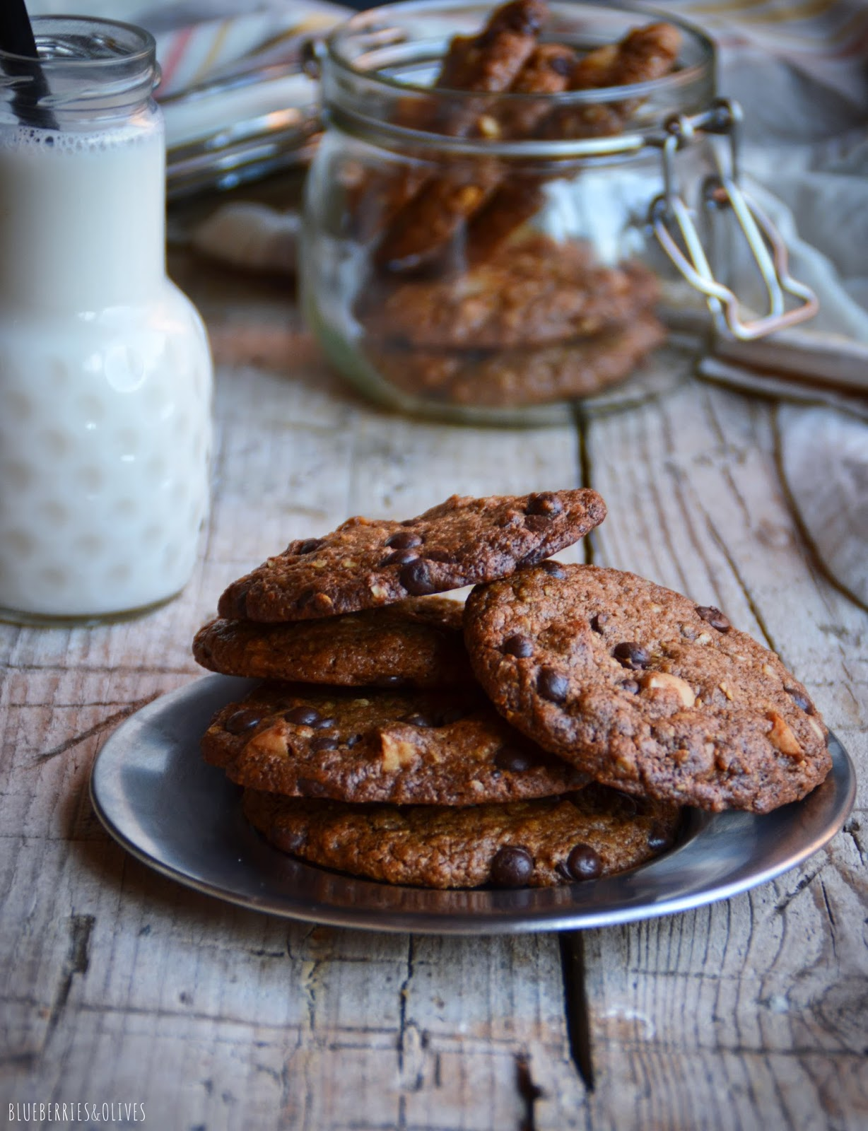 OATS, MACADAMIA AND CHOCOLATE COOKIES (GF, LF, VGT)
