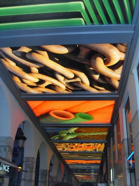Unos portalones muy coloridos en Burgos