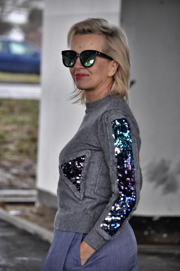 Niesamowite Nieco Starsza Dziewczyna: Sweter z cekinami AO05