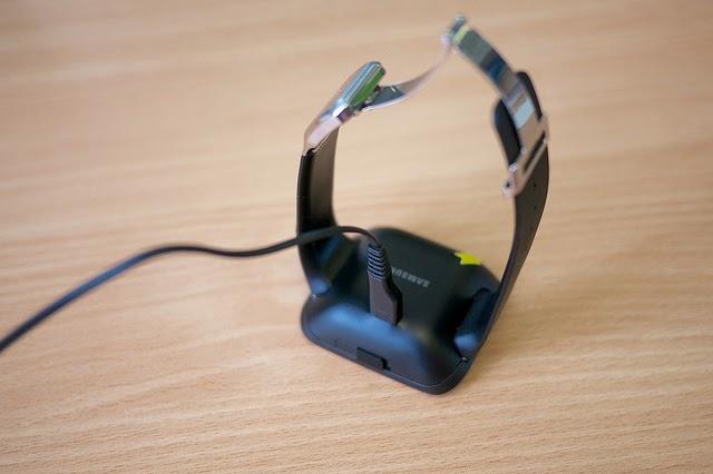 Samsung Galaxy Gear nabíjanie