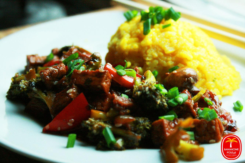 Imbirowe tofu z warzywami