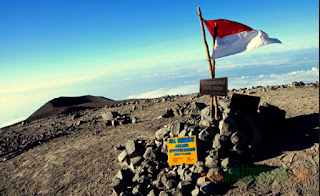 Mt. Semeru Trekking and Mount Bromo Tour 4 days 3 nights