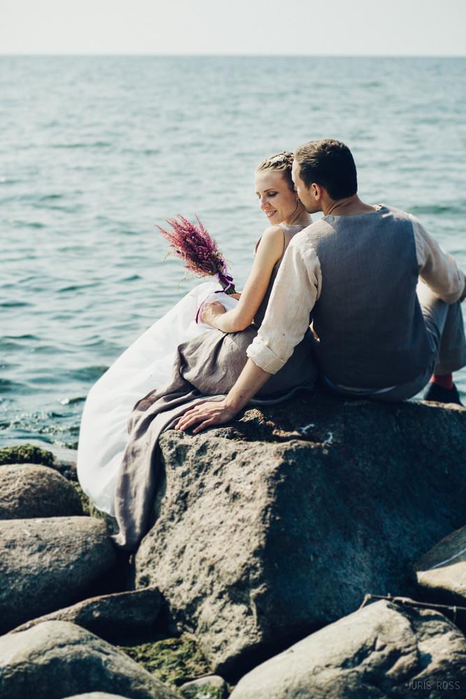 līgavas pušķis no viršiem, lina kleita, līgavaiņa lina apģērbs