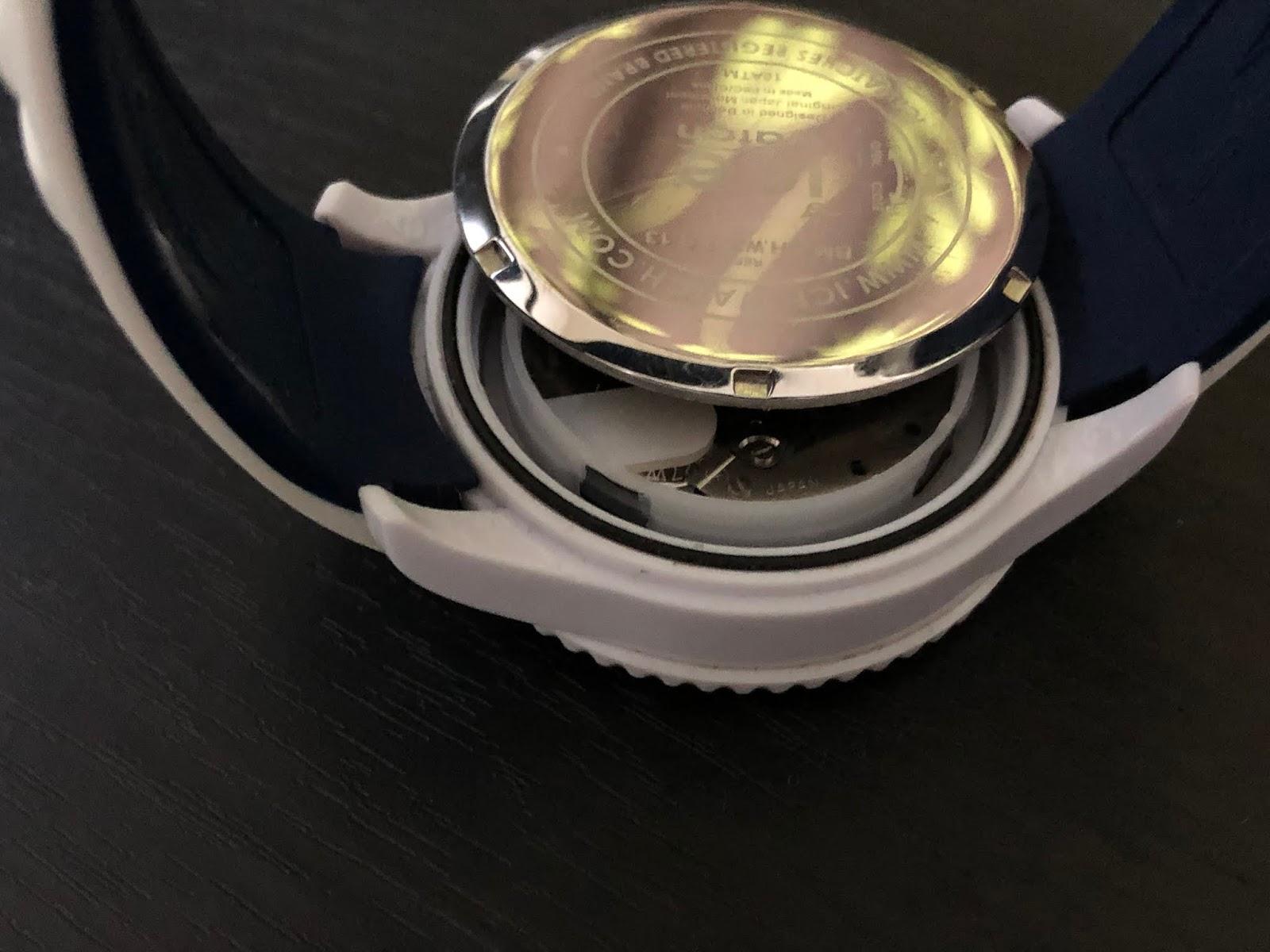 ice watch【アイスウォッチ】の電池交換のしかた。専用器具無し ...