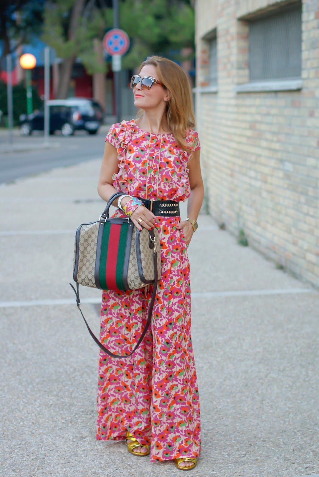 Gucci vibes with vintage floral print silk suit and Gucci vintage web boston bag on Fashion and Cookies fashion blog, fashion blogger style