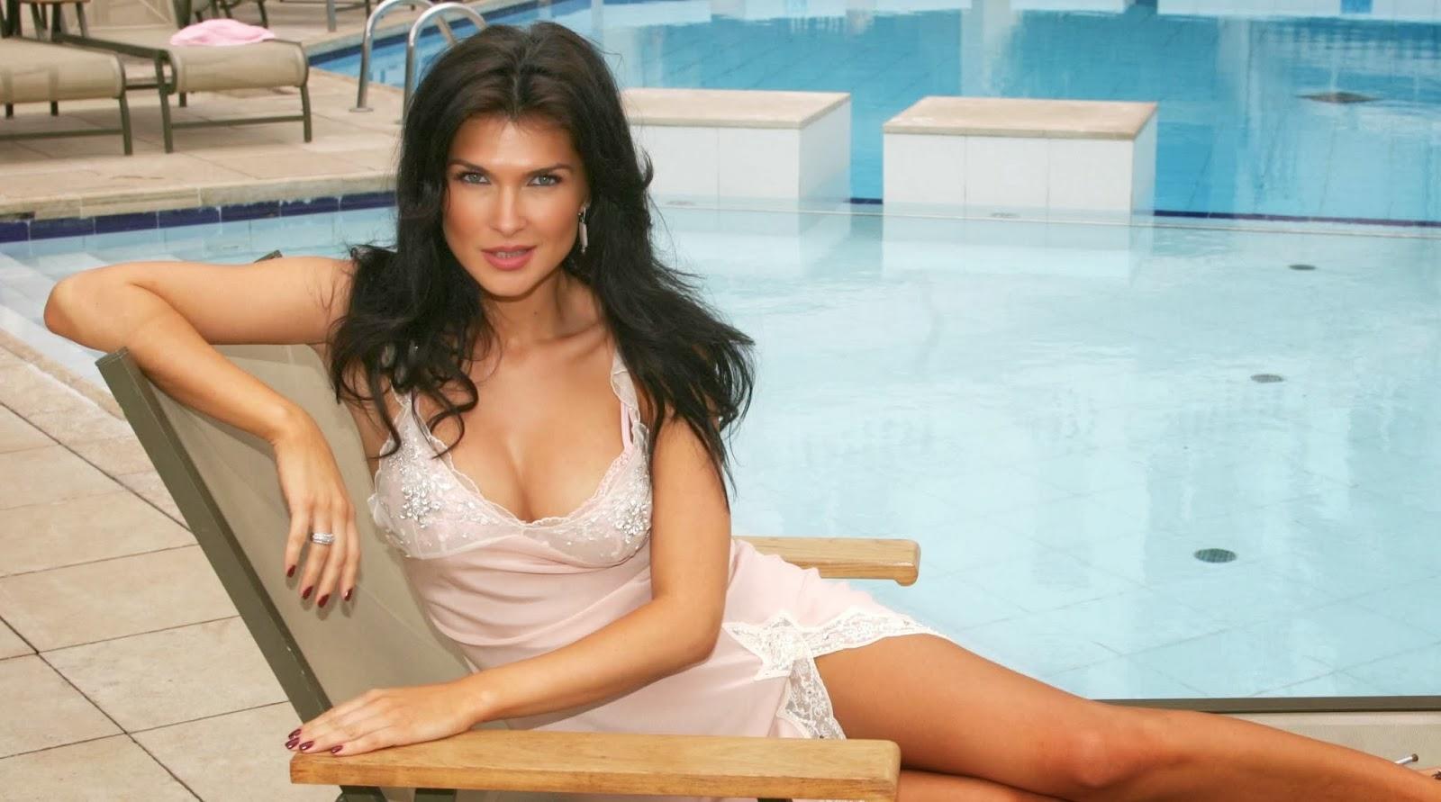 Andrea Osvart Hot Pics andrea osvart actress attends - maternity blues images
