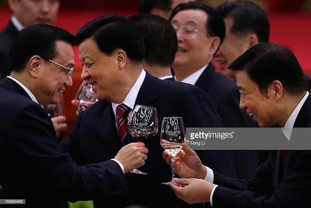 """Trung Quốc ngày nay vẫn vậy, là """"Đông Á bệnh phu""""!"""
