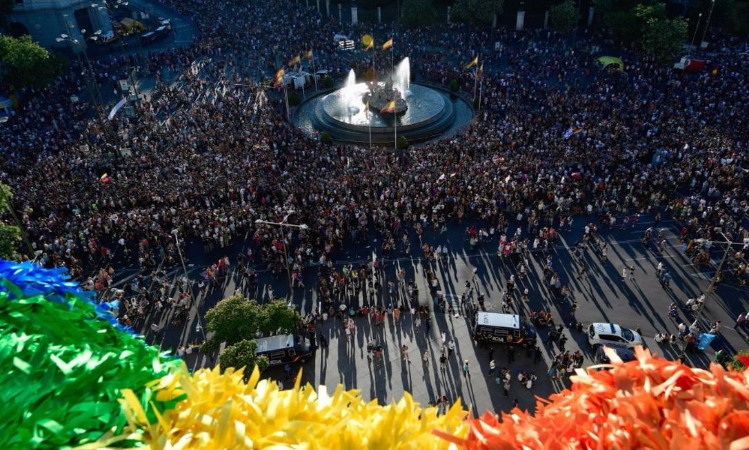 Mais de um milhão participam da Parada LGBT de Madrid; veja fotos