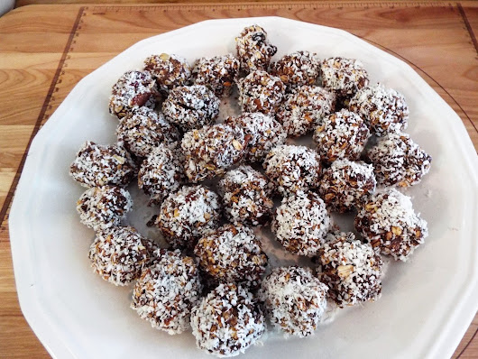 How to make a healthy No Bake Almond Rocca ish treat!