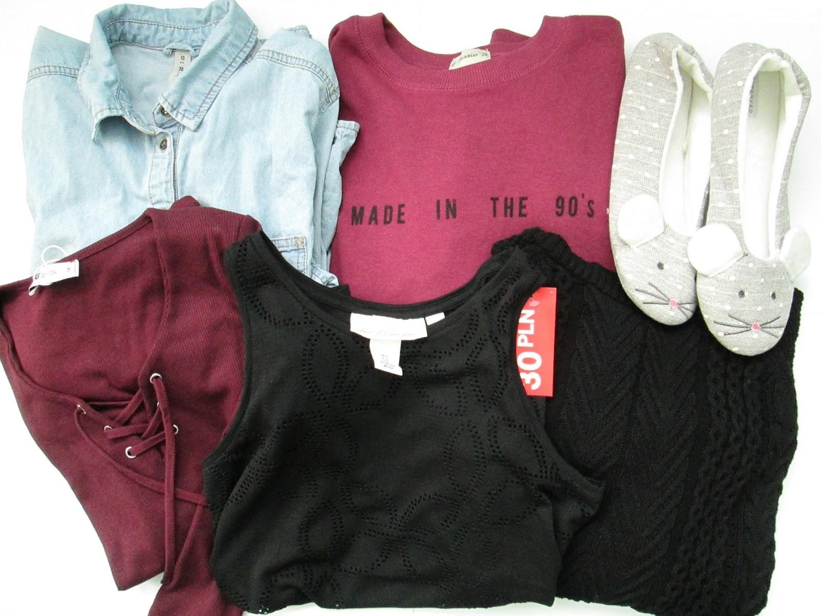 koszula jeansowa sh, papcie myszki Reserved, bluza Pull&Bear Made in the 90s, bluzka ze sznurowaniem