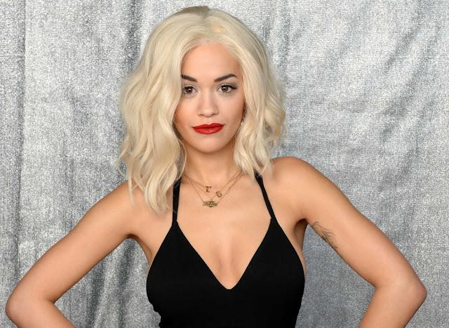 Rita Ora firma con Warner Music luego de salir de Roc Nation, dice Billboard.
