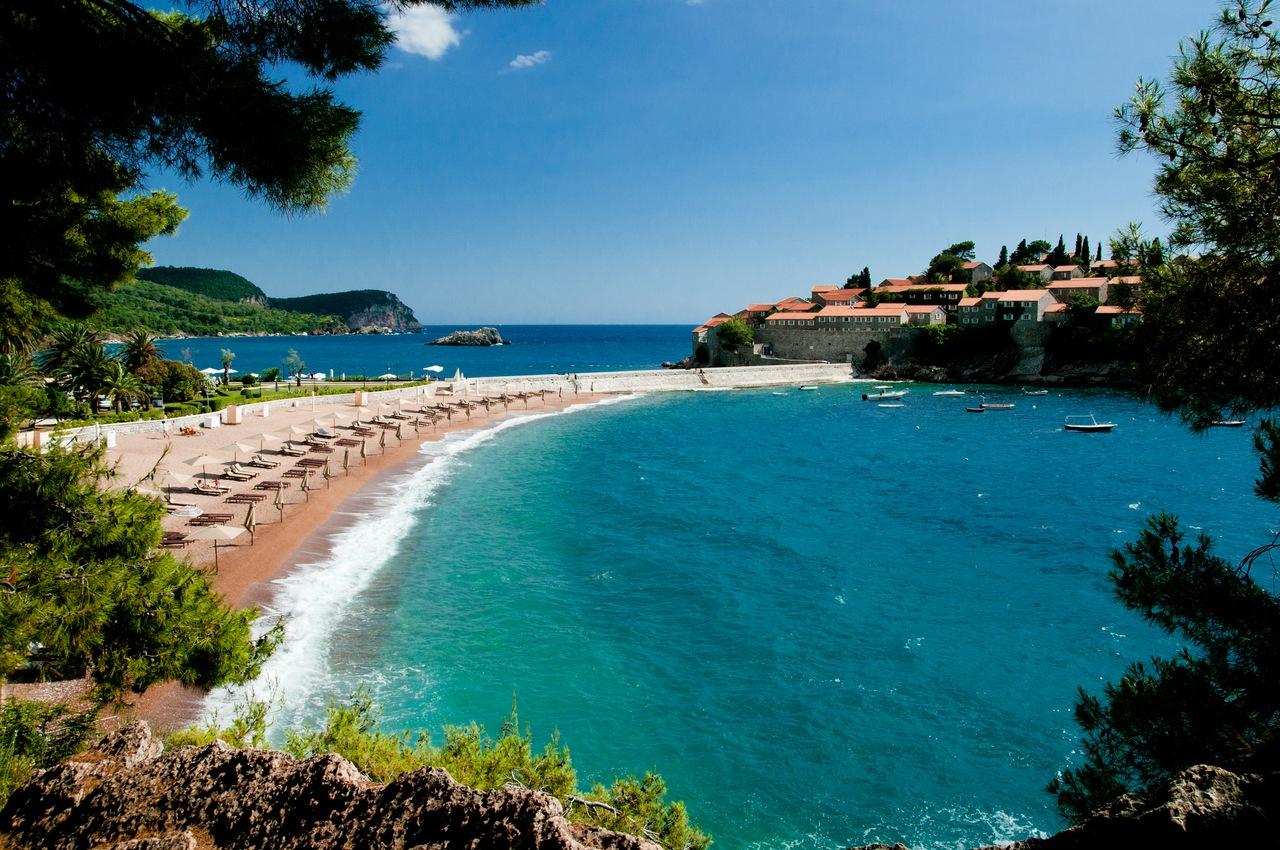 почему в черногории горы черные