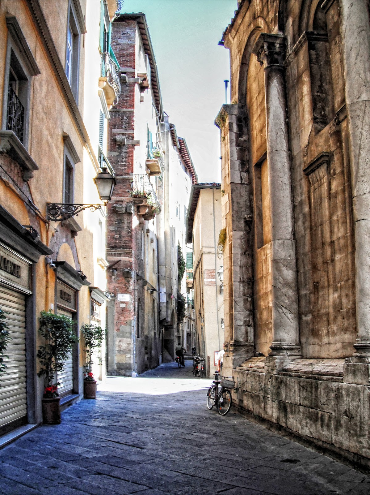 A Picture A Day Italian Alley