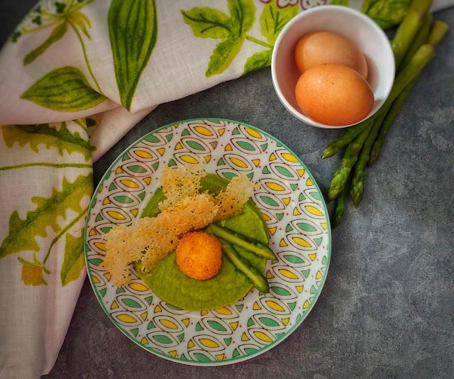 crema di asparagi_tuorlo fritto_cialda di parmigiano