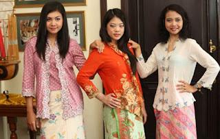 MModel Kebaya Kartini Modern Remaja Warna Cerah