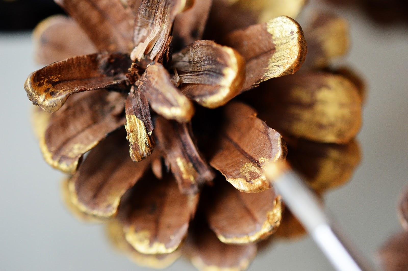 DIY Festive Pine Cone Garland| Motte's Blog