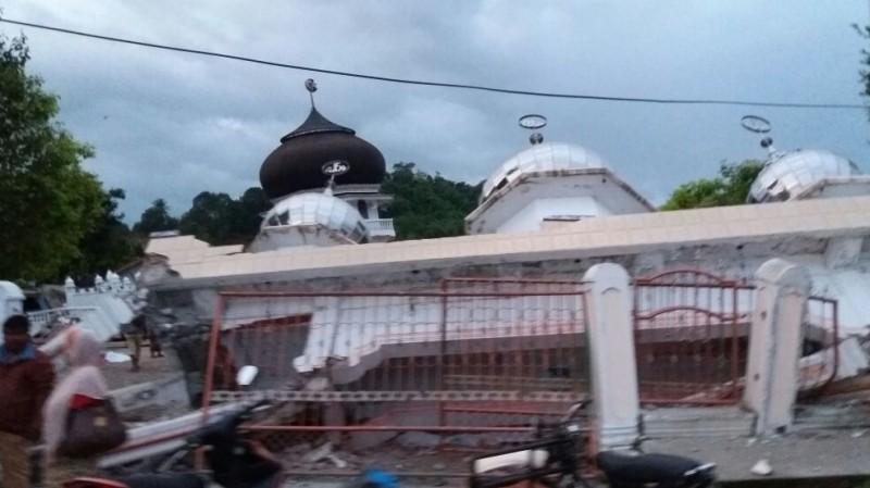 Salah satu masjid yang roboh di Pidie Jaya, Aceh