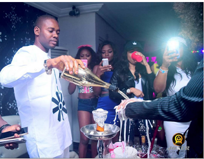 You need to see how this guy celebrated his girlfriend birthday in Benin night club - Pictures