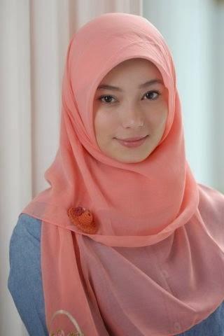 gaya  jilbab segi empat sederhana untuk ibu muda