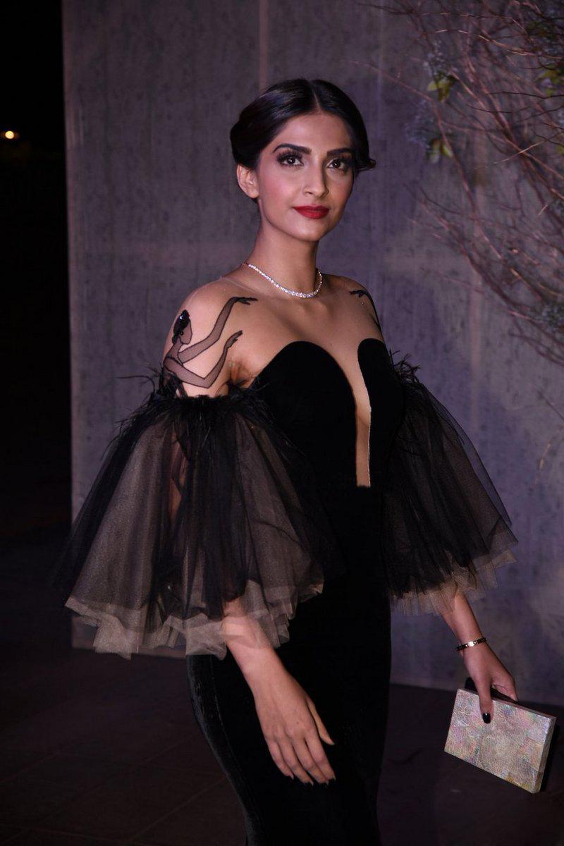 Hot Sexy Sonam Kapoor At Manish Malhotras 50Th Birthday -2169