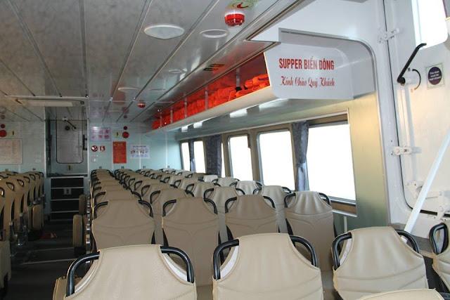 Bên trong Tàu Supper biển đông