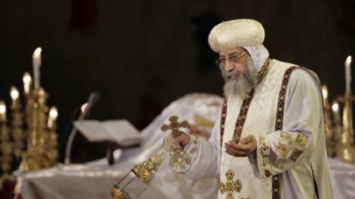 شاهد.. صور نادرة لسيامة البابا تواضروس على يد البابا شنودة