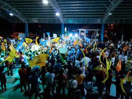 Centenares de tulumnenses apoyan a Víctor Mas en su primer día de campaña