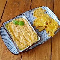 http://smakmojegodomu.blogspot.com/2017/04/hummus-z-suszonymi-pomidorami.html