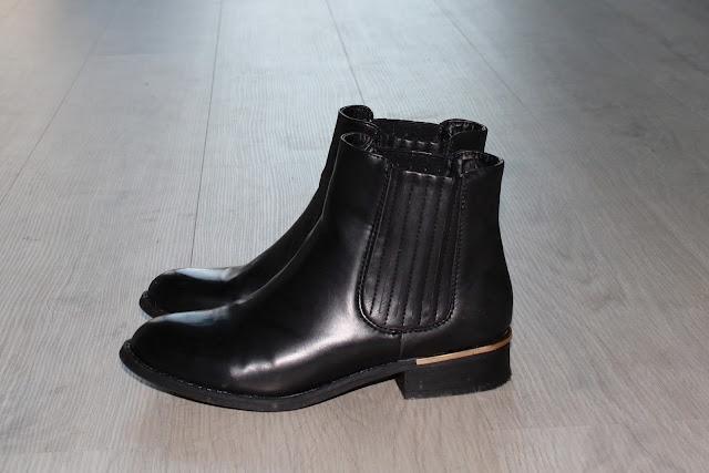 Zwarte laarzen Primark Amsterdam shoplog Zeeuws modemeisje
