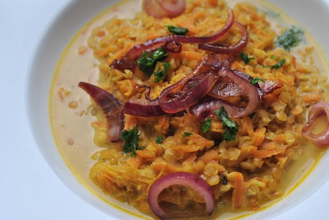 Rote-Linsen-Suppe mit karamellisierten Zwiebeln