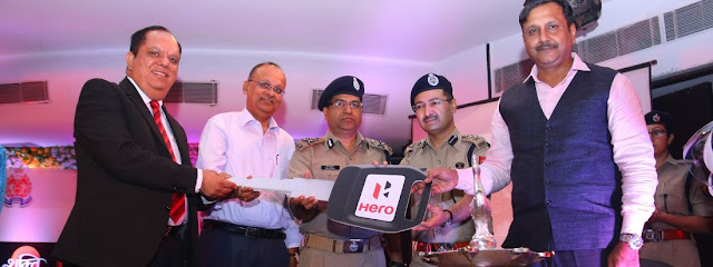 hero-motocorp-presents-vehicles-to-noida-police
