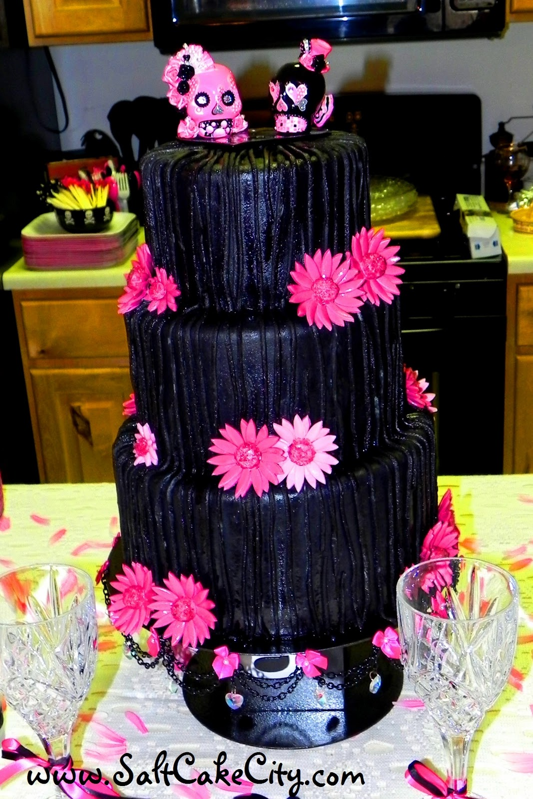 Amy Wanted A Totally Diffe Cake For Her Wedding And I Was So Excited When Found Out What She Colors Were Black Bright Pink