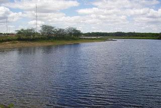Mãe é presa suspeita de tentar afogar filhos em açude na Paraíba