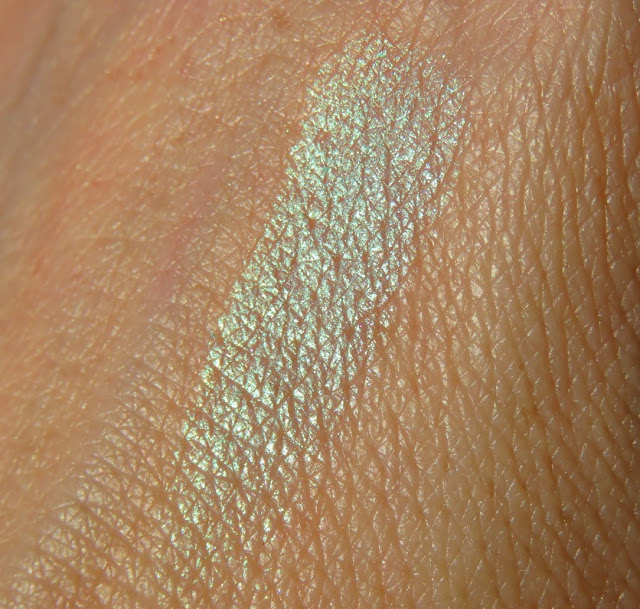 SAVEONBEAUTY_NYX_prismatic_ocny_tien_mermaid_swatch