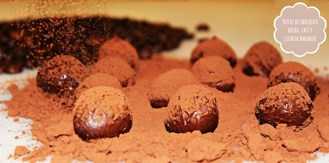 TRUFAS DE CHOCOLATE NEGRO, CAFÉ Y LICOR DE NARANJA