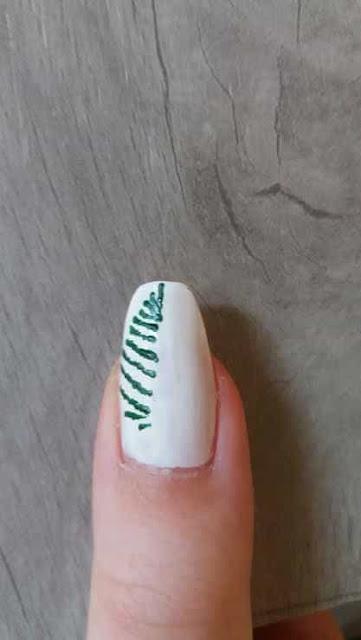 paznokcie-blog-jak-zrobic-samemu-mgla-choinka-krok-po-kroku-tutorial-zimowy-las-inspiracje-farbki-akrylowe-ozdoby