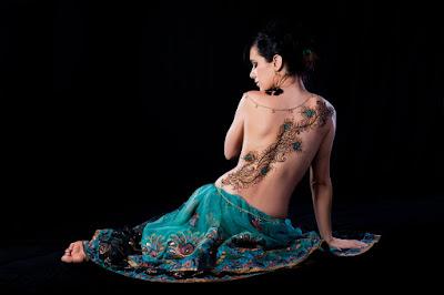 tato punggung batik