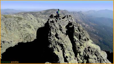Vistas desde la cima del Gran Galayo en la Sierra de Gredos.