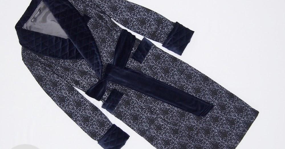 herren hausmantel aus barock muster baumwolle in marineblau mit samt und seide. Black Bedroom Furniture Sets. Home Design Ideas