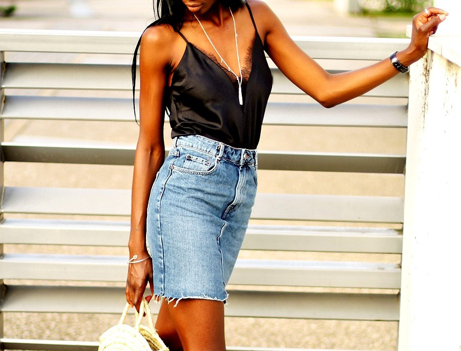 idee-look-tendance-pas-cher-jupe-taille-haute-jeans-top-dentelle