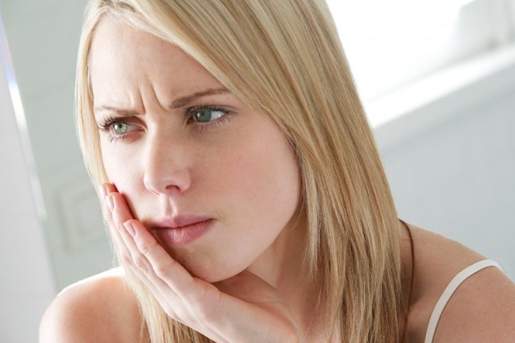 Cara Mengatasi Gigi Ngilu ( Sensitif ) Secara Alami