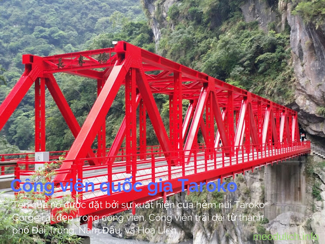 Cây cầu bắc qua 1 con suối vực trong công viên Quốc Gia Taroko Đài Loan