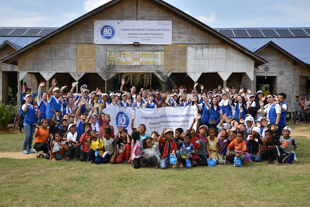Held in conjunction with Samsung's 80th anniversary this year, 80 Samsung volunteers made a visit to Kampung Ulu Tual, a small orang asli village in Pahang.