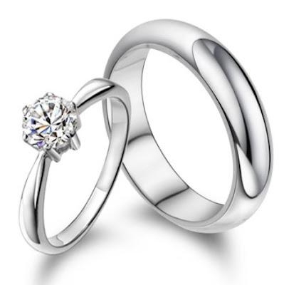 cincin tunangan gadis