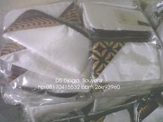 souvenir tempat hp satin kombinasi batik , souvenir pernikahan murah