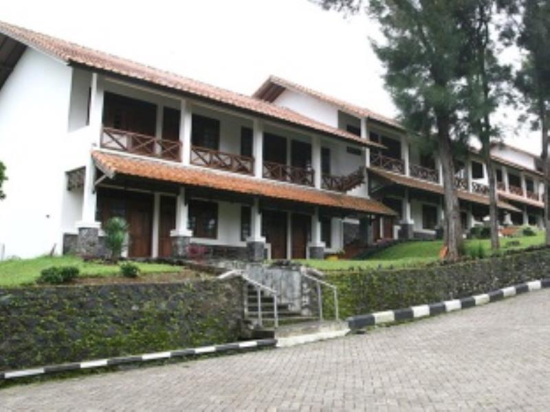Terletak Di Jl Sindanglaya Cimacan Km 41 Ds Sindang Jaya Cipanas Puncak Berlian Resort Menawarkan Pelayanan Sempurna Dan Segala Fasilitas Penting