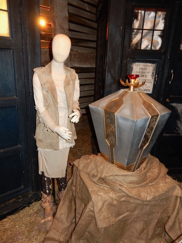 Billie Piper Moment interface costume prop