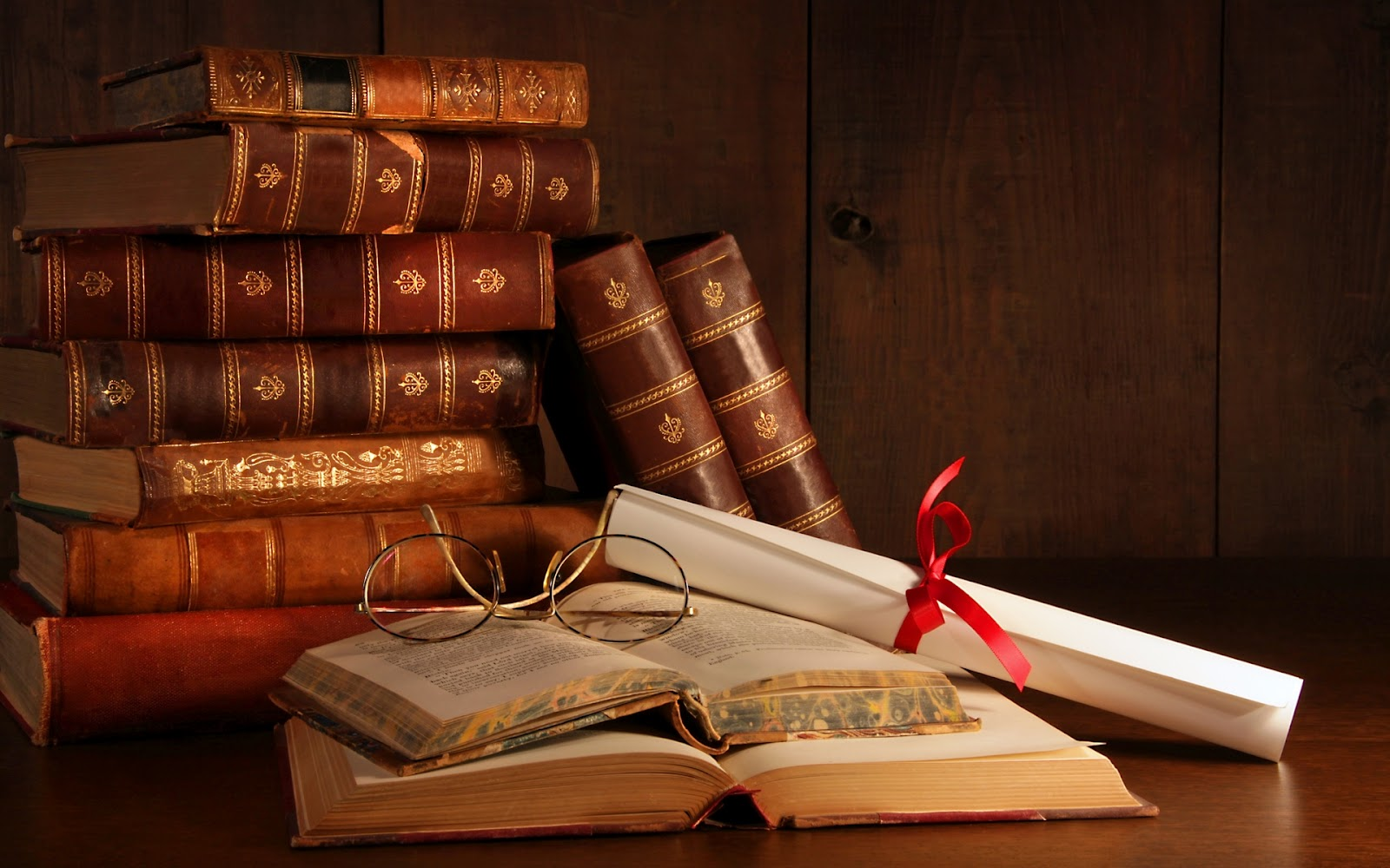 http://4.bp.blogspot.com/-yT6qOZ4UQgc/UOwbigmFq0I/AAAAAAAABEI/T7V8aUs8cwQ/s1600/Libros-Viejos-Apilados_Imagenes-de-Libros.jpg