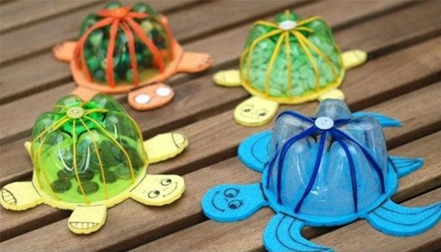 juguetes a partir de botellas de plástico recicladas